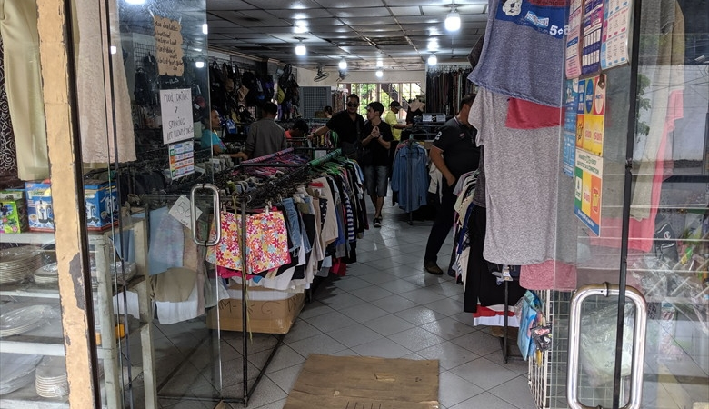 フィリピンの運転免許証を更新(小さな衣料店)