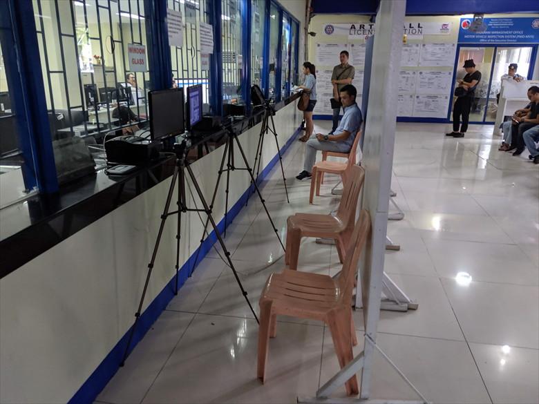 フィリピンの運転免許証を更新(ウェブカメラで撮影)
