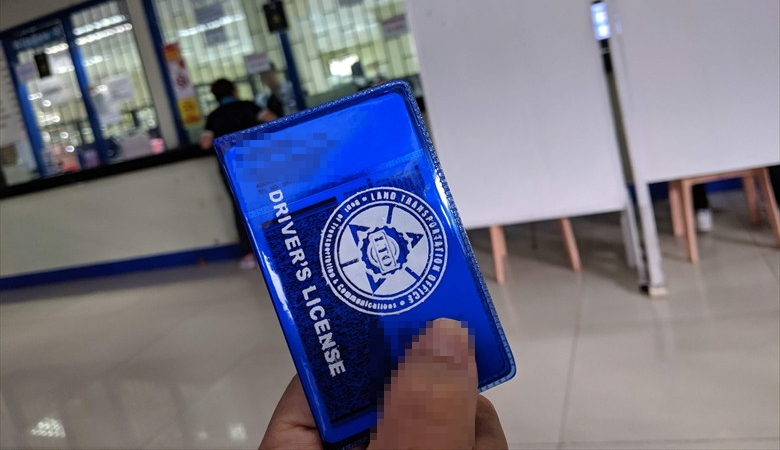 フィリピンの運転免許証を更新(運転免許証とケース)