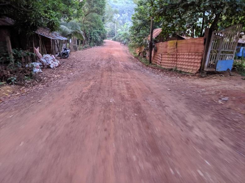 マキニットホットスプリング(舗装されていない道路)