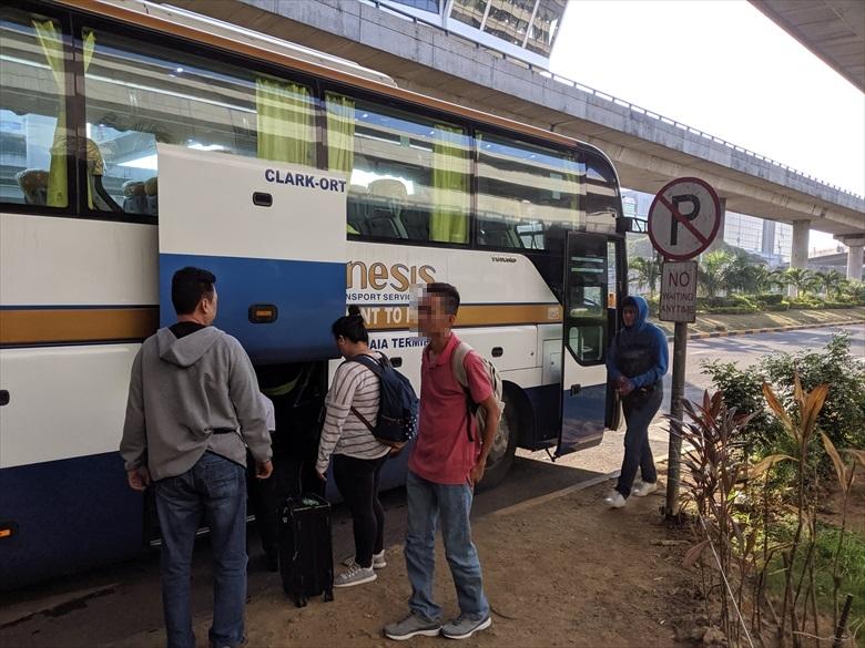 マニラ・アンヘレス間のP2Pバス(P2Pの車内)