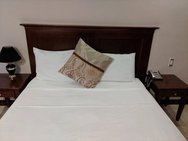 バレンティノズ ホテル(ベッド2)