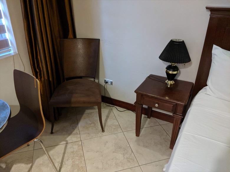 バレンティノズ ホテル(サイドボード左)