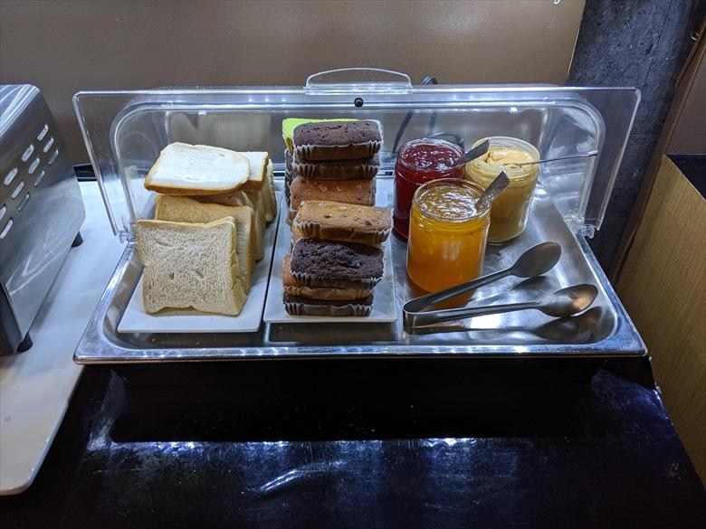 クラーク国際空港のVIPラウンジ(clark vip lounge)パン類