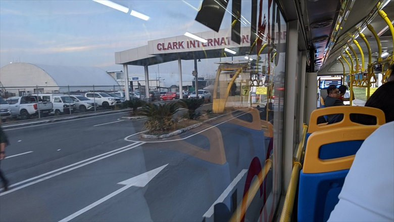 クラーク国際空港からクラークループバスに乗る(1)