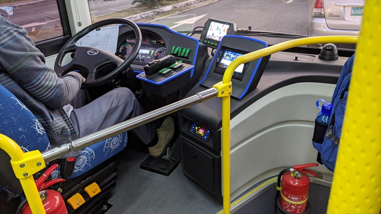 クラーク国際空港からクラークループバスに乗る(2)