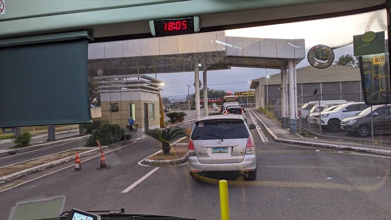 クラーク国際空港からクラークループバスに乗る(3)