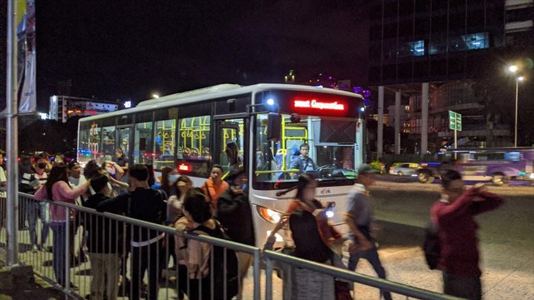 クラーク国際空港からクラークループバスに乗る(5)