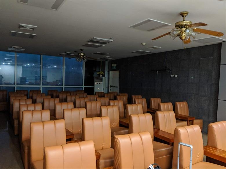 クラーク国際空港のVIPラウンジ(椅子やテーブル)