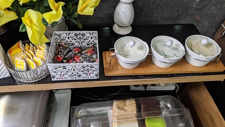 クラーク国際空港のVIPラウンジ(紅茶や砂糖など)