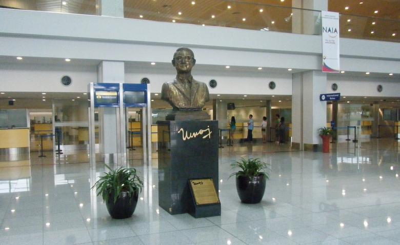 ニノイ・アキノ 銅像